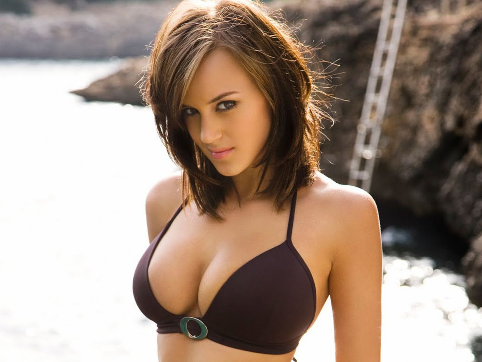 Rosie jones video'ları. rosie jones iyi enytryler. rosie jones resimle