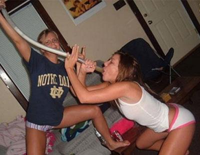Sarhoş Kızlar Yıkılıyor +18