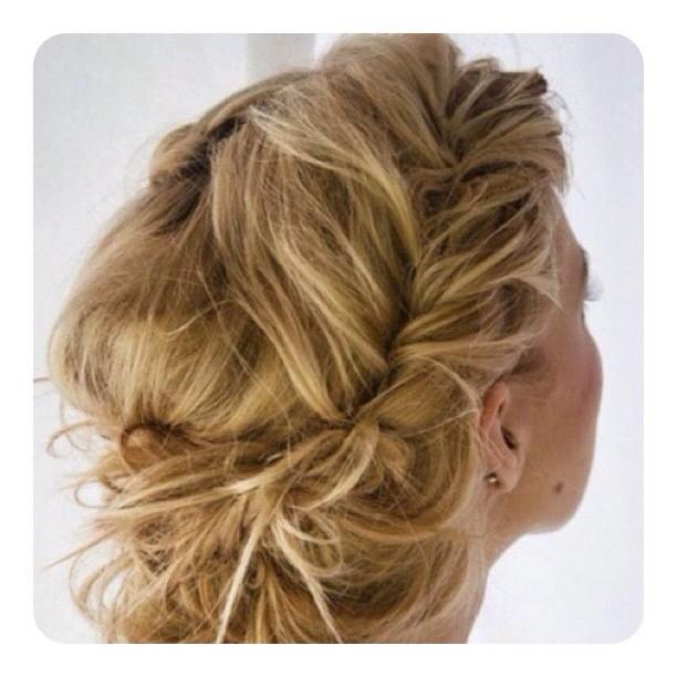 Косички на длинных волосах. Фото №3
