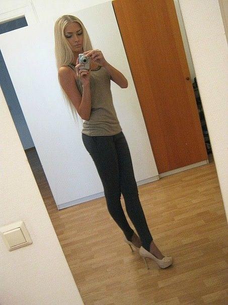 foto-v-polniy-rost-blondinki-doma