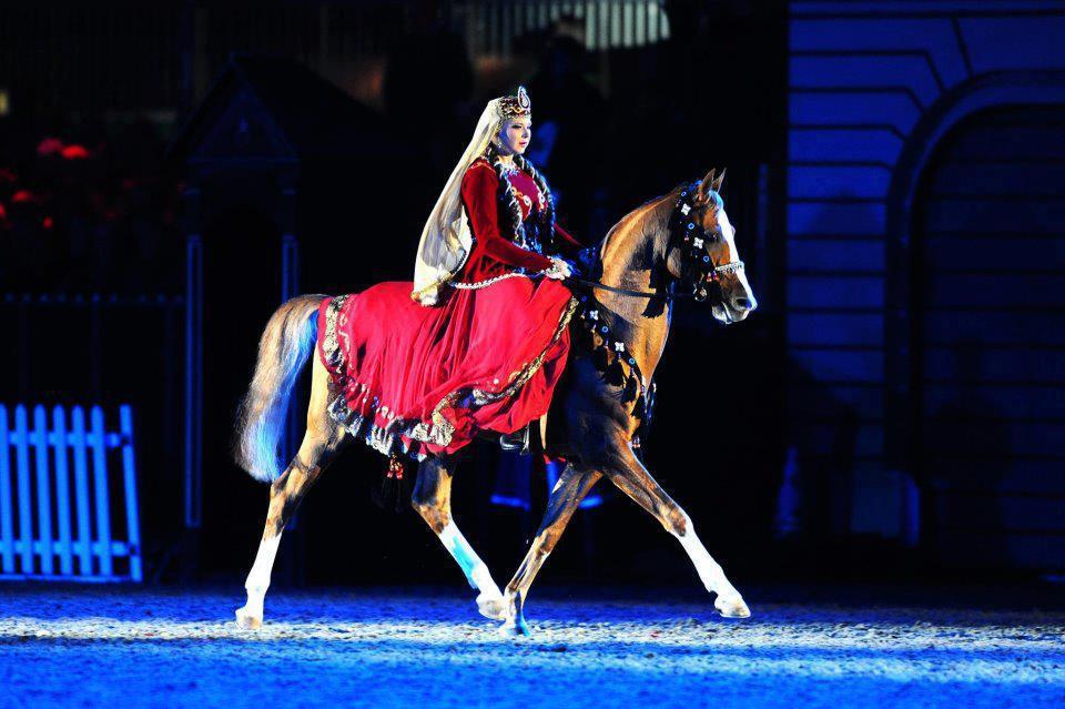 at üstünde türk kadını ile ilgili görsel sonucu