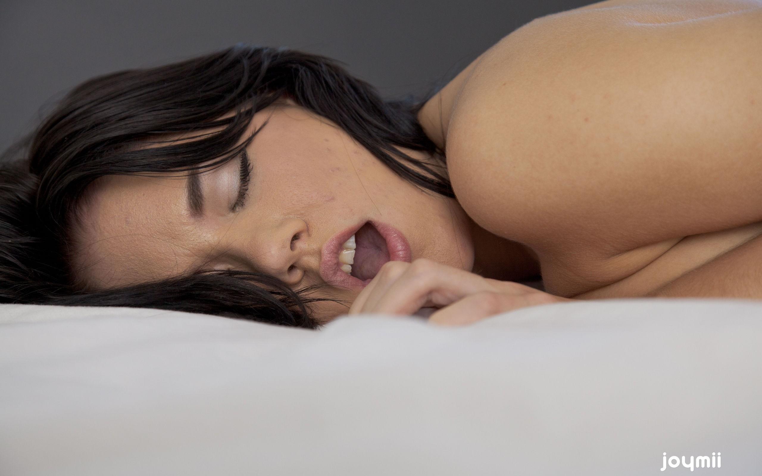 Фото девушки в оргазме 16 фотография