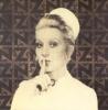 hastanelerde sus işareti yapan hemşire resmi